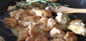 Cubetti di pollo al gorgonzola e marsala