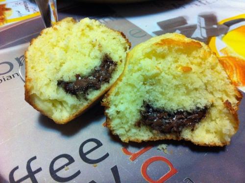 Muffin al cocco con ripieno di cioccolato