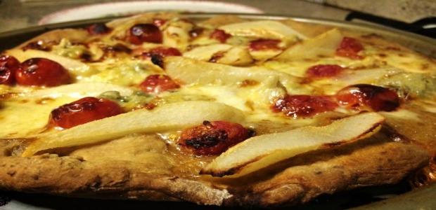 Pizza con Farina Integrale, Pomodorini, Gorgonzola e Pere