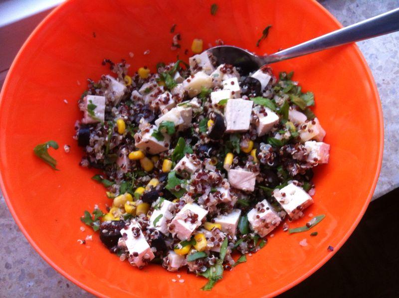 Insalata estiva tofu e quinoa